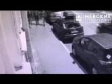 Угрозыск ищет троих мужчин, подозреваемых в разбое на магазин 24 часа в Петербурге