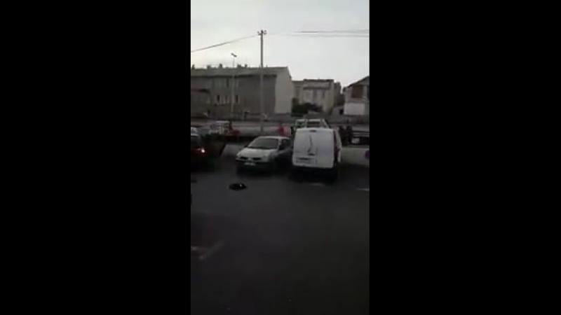 Marseille Ils tentent de braquer un Lidl, ils se font tabasser par des habitants La vidéo complète
