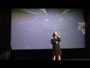 (7). Выпускной праздник в Киселёвской ДШИ. На сцене Киноконцертного зала Россия – Виктория Николаева.
