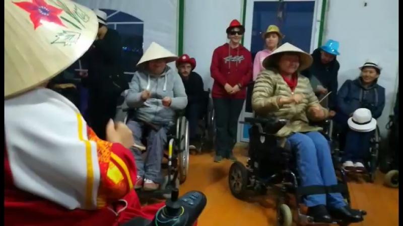 Танец вьетнамцев)