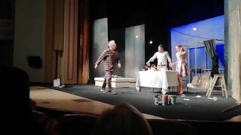 В ЦДКЖ, на спектакле Незнакомка. Поклон артистов.