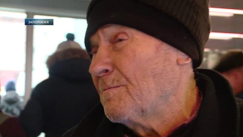 У Запоріжжі пенсіонер перетворив квартиру на смітник. Пенсионер превратил квартиру в свалку