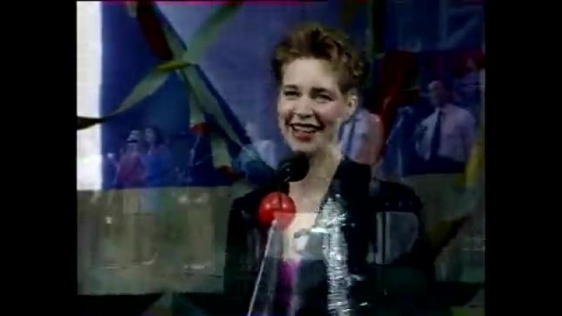 1991 год Будущая участница митингов на Болотной Татьяна Лазарева поет песню про развал Союза