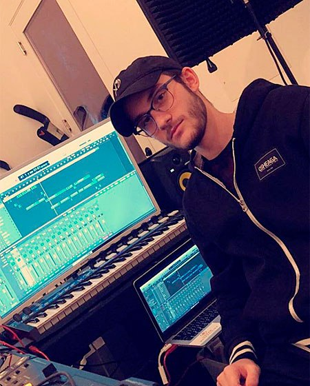 Старший сын Селин Дион - 17-летний Рене-Шарль Анжелил - начал свою музыкальную карьеру.