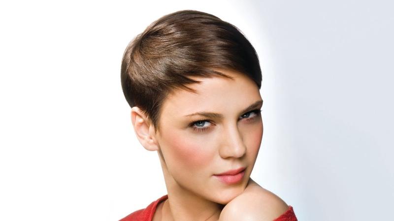 Спортивная женская стрижка на короткие волосы