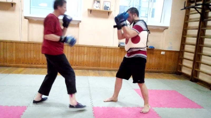 Великий мастер боевых искусств Валера Зимогоров тренируется во имя США