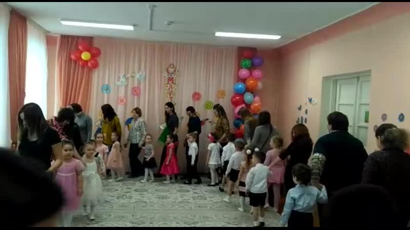 Егор танец с мамой