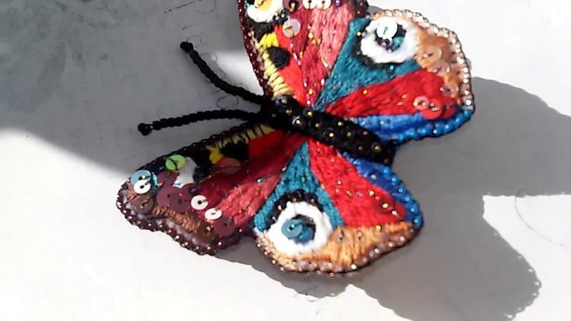Брошь бабочка павлиний глаз.