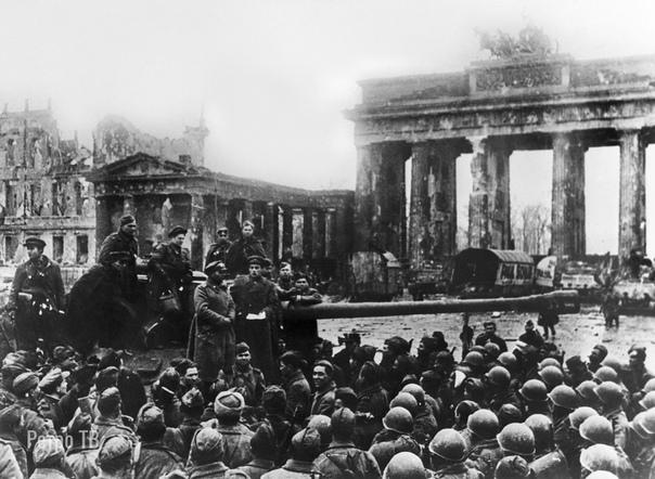 Солдаты РККА и союзники в Берлине. Май 1945 года.. .Спасибо за и подписку..