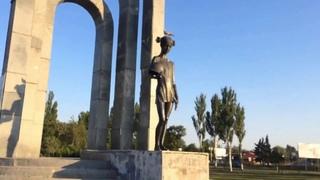 Покровск, съемки с дрона: памятник, парк и ставки