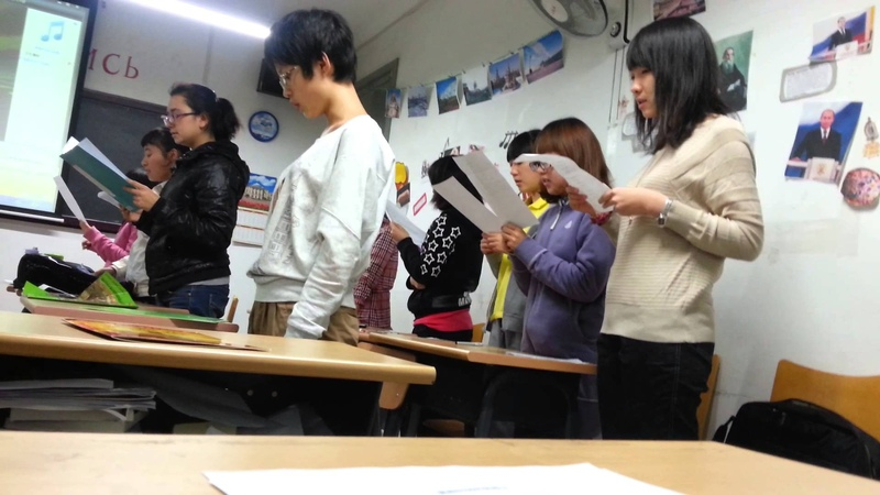 Китайские студенты поют подмосковные вечераСупер-Бомба-中国学生唱歌莫斯科郊外(北外的学生)
