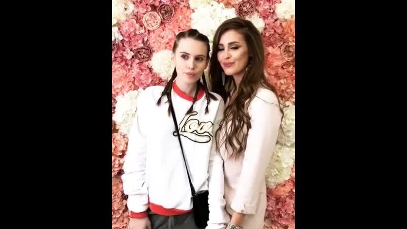 Красоточки Саша Артёмова и Аня Бузова. Сестра Оли открыла свой салон красоты