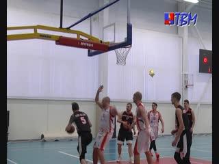 В воскресенье мончегорские баскетбольные команды встретились с баскетболистами города Полярные Зори.