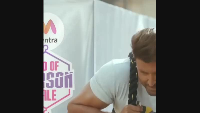 Карина Капур Кхан и Ритик Рошан в рекламе