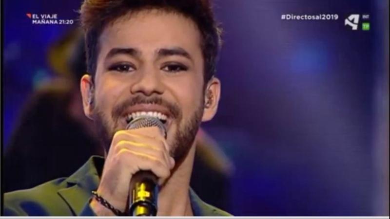 Agoney cantando Eloise en Directos al 2019 de Aragón TV