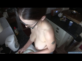 poka-moet-posudu-porno