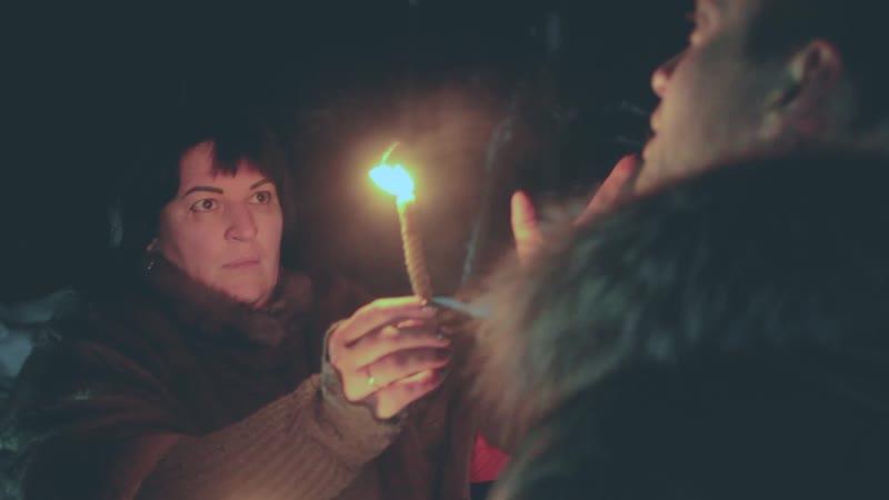 Экстрасенс Татьяна Жмакина проводит ритуал на перекрёстке лесных дорог. Передача Ритмы города на канале Скат - ТНТ