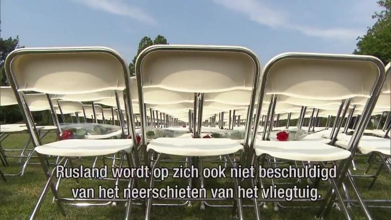 298 lege stoelen, één voor elke passagier in vlucht MH17