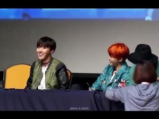 BTS Хосок смотрит как Чимин делает селфи jhope jimin oppa_room