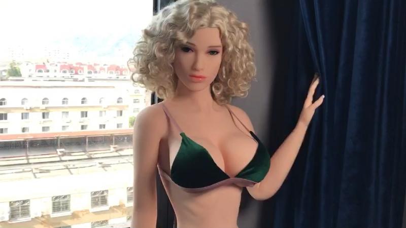 заниматься сексом с сексуальной куклой