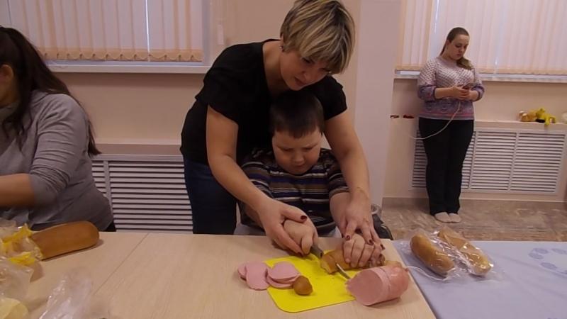 Школа социальной адаптации Готовим бутерброды режем хлеб