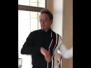 Роберт Дауни Мл. танцует :D