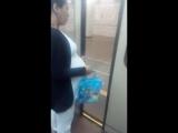 Беременная украинская цыганка собирает на рождение ребёнка в метро