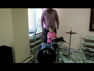 рок барабанщица)))
