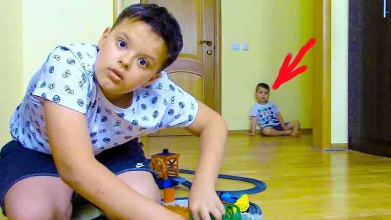 Ярик Играет моими ПАРОВОЗИКАМИ ТОМАС и его Друзья Видео Для Детей