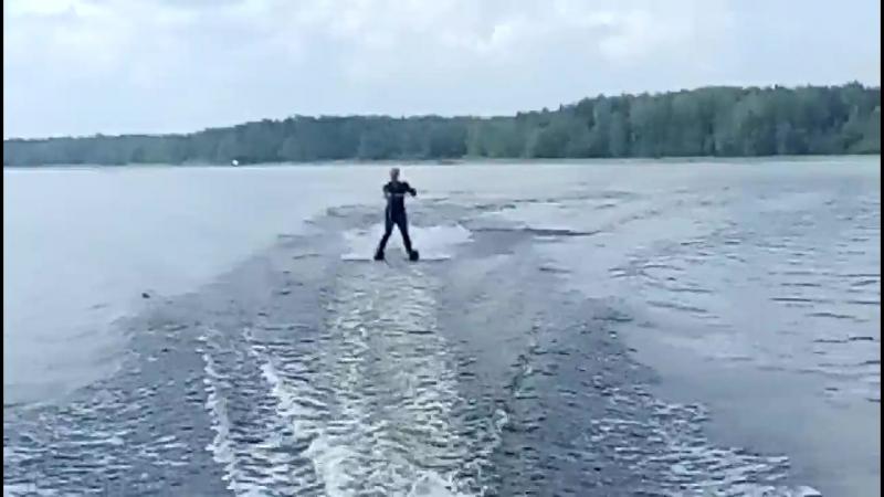 Ника на водных лыжах.mp4