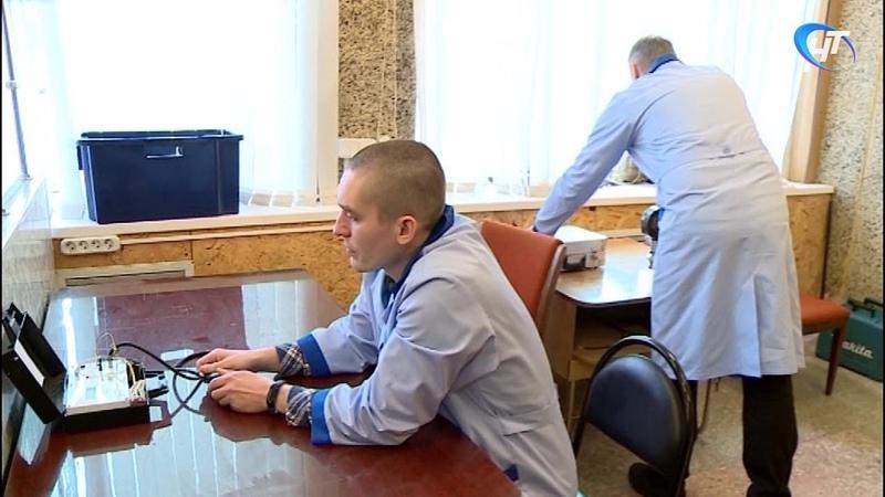 Новгородцы проверили электронные и механические тонометры на точность