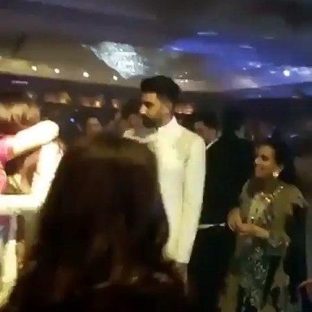 Айшвария и Абхишек Баччан посетила вечеринку в честь свадьбы Сонам Капур Ахуджа и Ананд Ахуджа