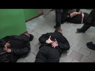Полицейские избивали простых граждан и вымогали деньги 2