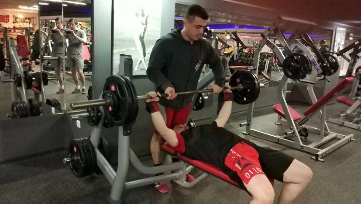"""Роман Закритый on Instagram """"87,5 кг. Тестируем функциональное состояние Стаса. С учётом того, что 2 месяца назад жим был 65х4, а вес на 10 кг бо..."""