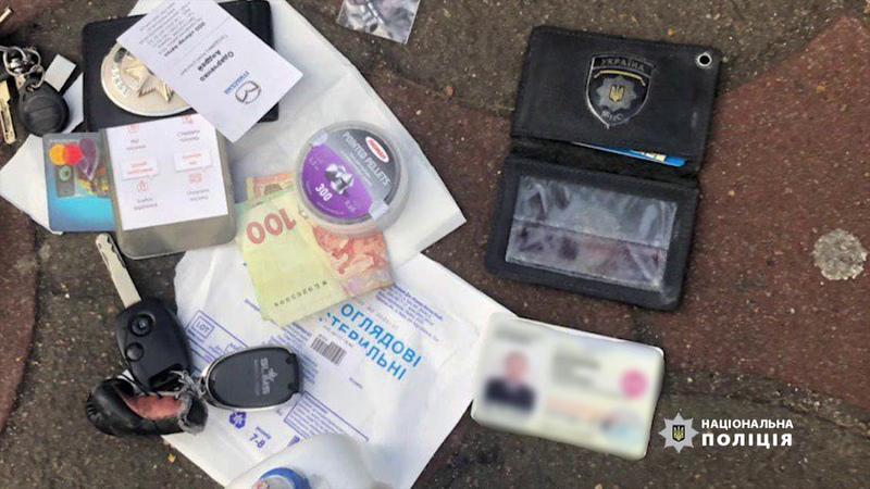 В Одесі затримано поліцейського на одержанні неправомірної вигоди у розмірі 500 доларів США