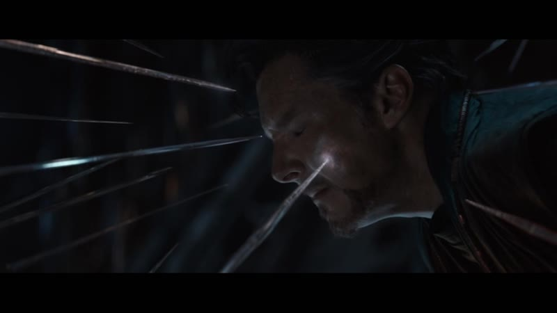 Мстители (2018) Тони Старк и Питер Паркер спасают Доктора Стрэнджа.