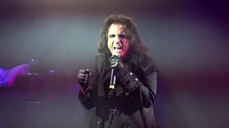 The Hollywood Vampires My Dead Drunk Friends 12082018 Christmas Pudding Concert Phoenix, Arizona