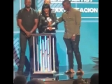 Клеопатра получает награду XXXTentacion на 2018 BET Hip Hop Awards.