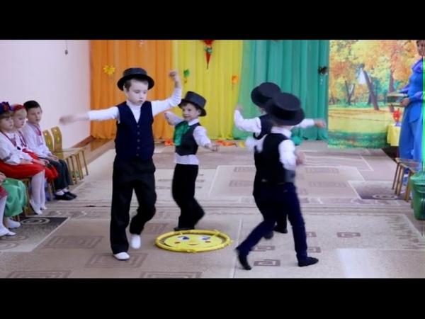 Орешки - музыканты - ореховый оркестр