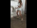 Девочка танцует в белой мини юбочке ❤ 💥