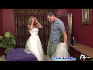 Jodi West в свадебном платье