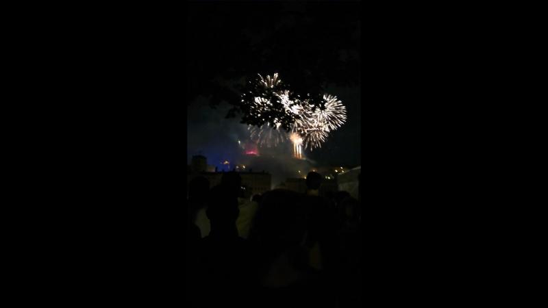Le feu d'artifice du 14 juillet Небольшой фрагмент из 40 минутного фейерверка