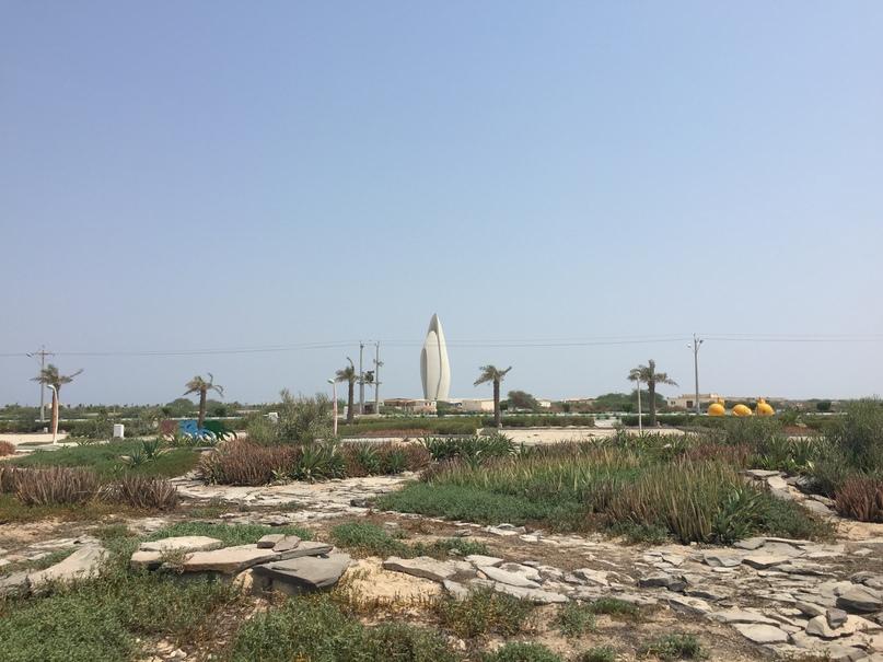 Остров Киш и Тегеран. Строится какое-то интересное сооружение