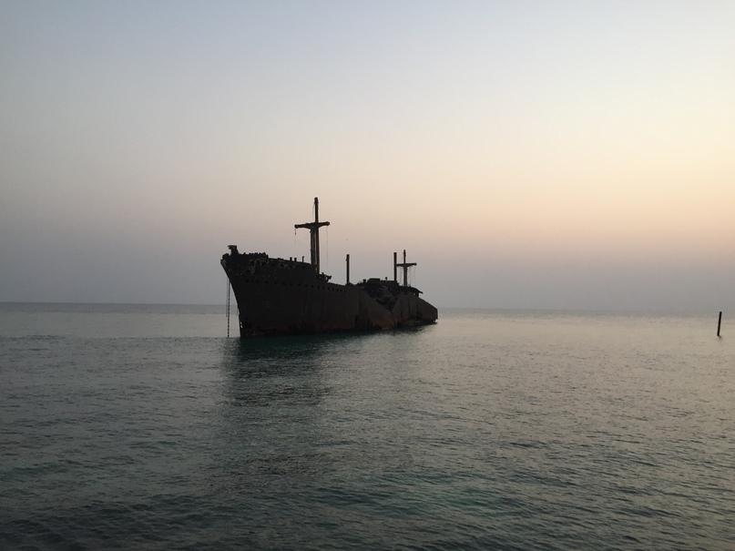 Остров Киш и Тегеран. Greek ship на закате