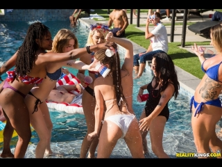[RealityKings] Jojo Kiss, Ember Snow, Cali Carter - Bone On The Fourth Of July (04.07.2018) rq