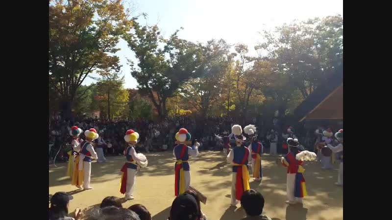 Корейские танцоры трад жанра солист с лентой