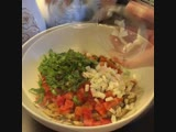 Салат «Искра счастья» из курицы и овощей 🥗 (ингредиенты указаны в описании видео)