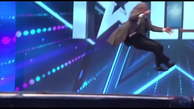 Неуклюжее выступление на шоу талантов которое заставит вас смеяться хорошее настроение юмор смешное видео звезда акробат