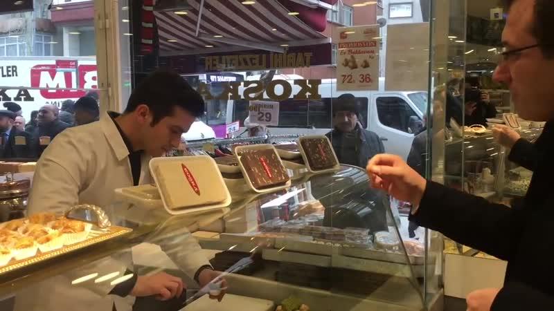 CHP İstanbul Büyükşehir Belediye Başkan Adayı Ekrem İmamoğlu, Esnafları Ziyaret Etti.mp4
