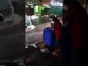 Rio de Janeiro - Brasil, Mulher joga lixo na rua durante a tempestade do Século